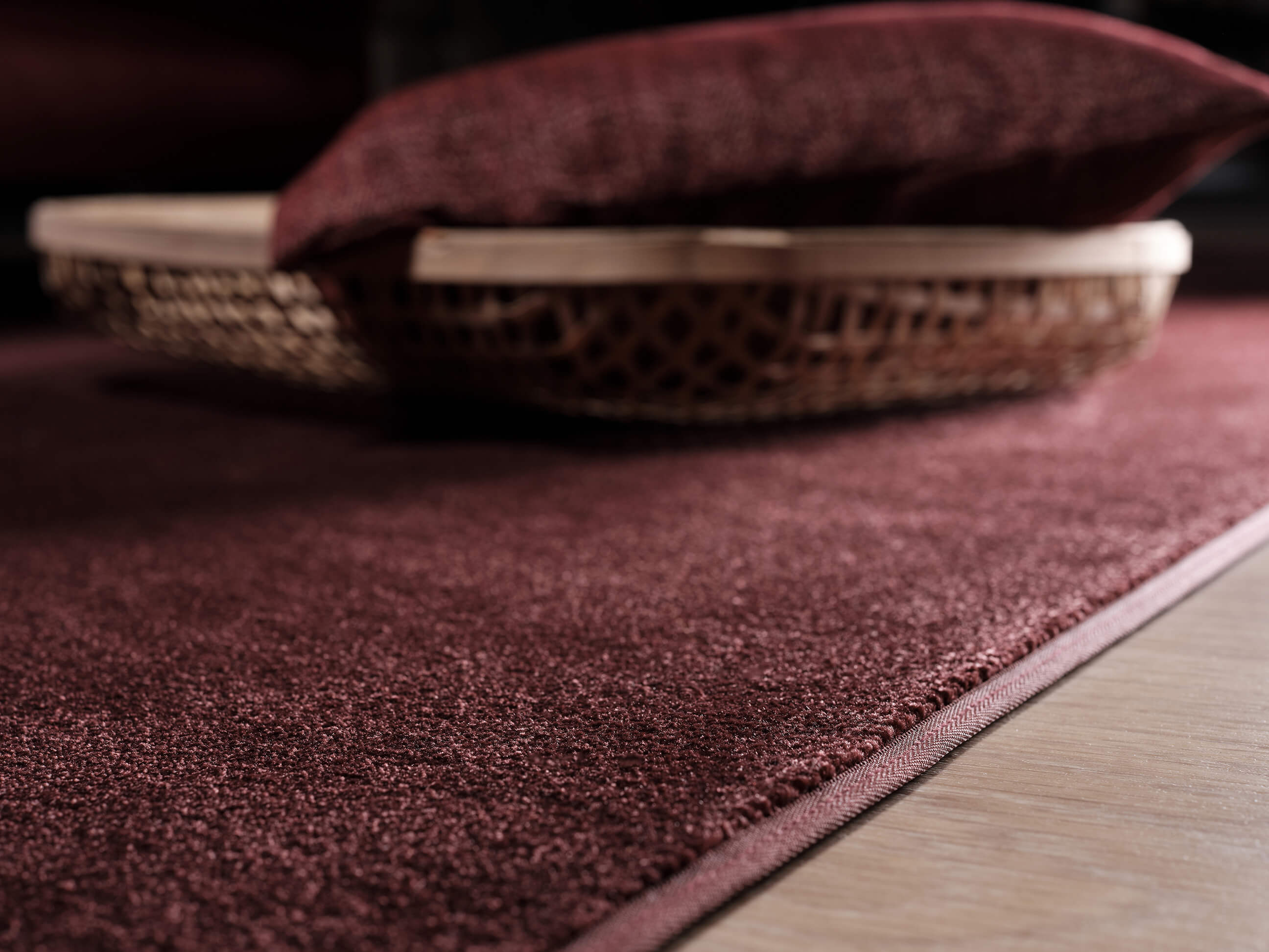 "Vue finition du tapis à motif ""Burgundy"", finition bord"